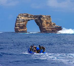 darwin´s arch diving Aqua yacht