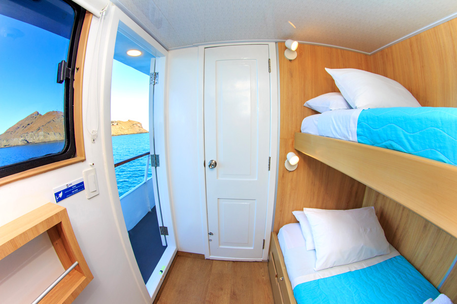 Aqua Yacht upper deck twin cabin