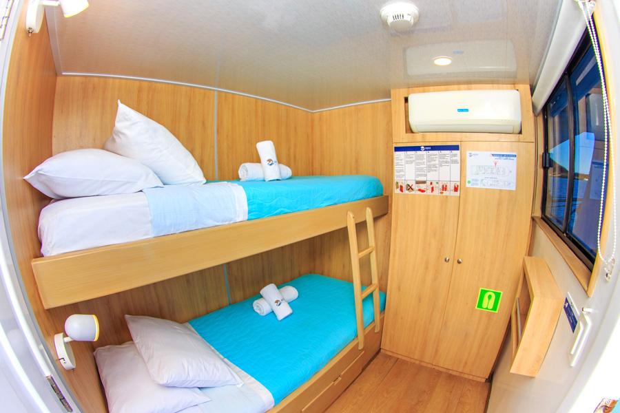 Aqua upper deck twin