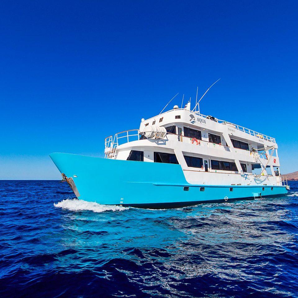 Aqua Yacht Crew liveaboard galapagos islands